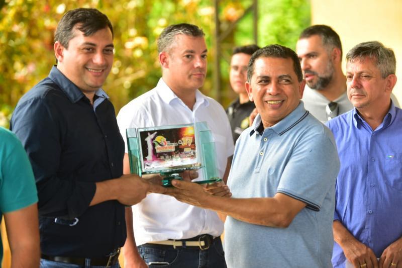 ANDERSON SOUZA COMEMORA ANIVERSÁRIO DE RIO PRETO DA EVA INAUGURANDO OBRAS