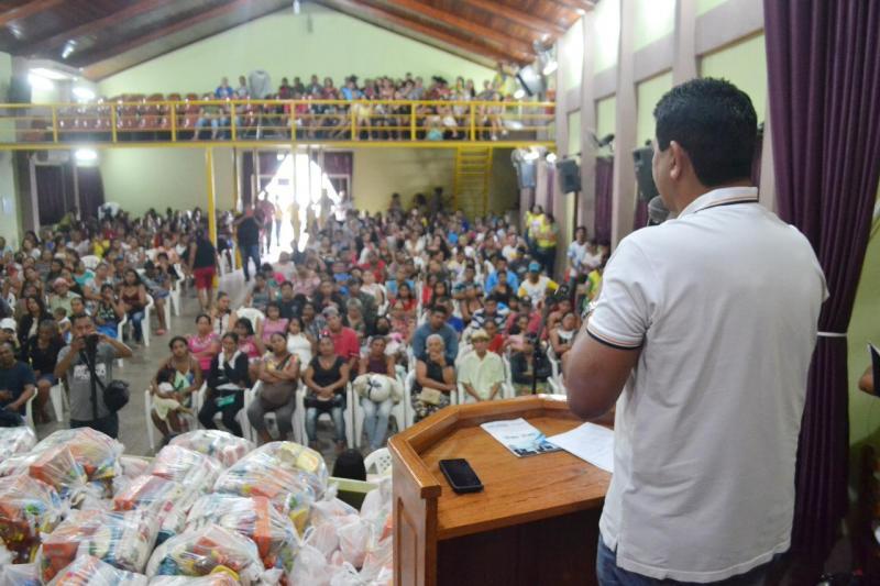 Prefeitura entrega cestas básicas