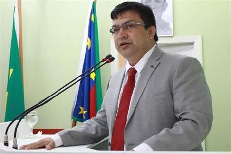 Telo Pinto retira de pauta reajuste dos vereadores.