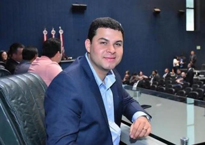 Saullo Vianna cumprimenta jornalistas do Amazonas e em especial os profissionais de Parintins