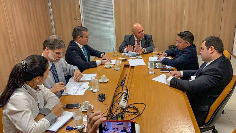 Em Brasília, Josué Neto pede providências para estradas e portos do Amazonas