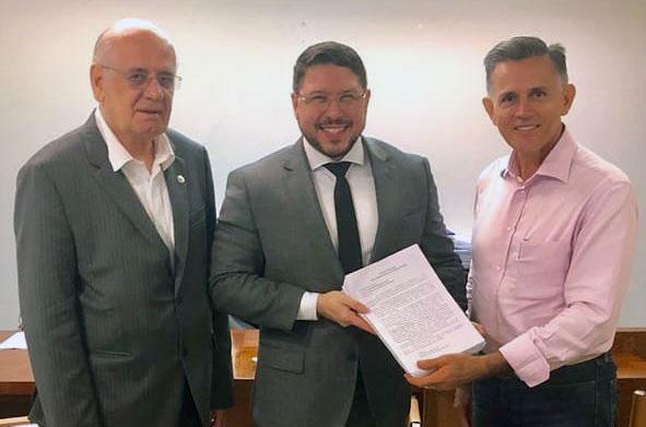 Governador em exercício recebe abaixo-assinado de feirantes e mobiliza direção do Ipaam