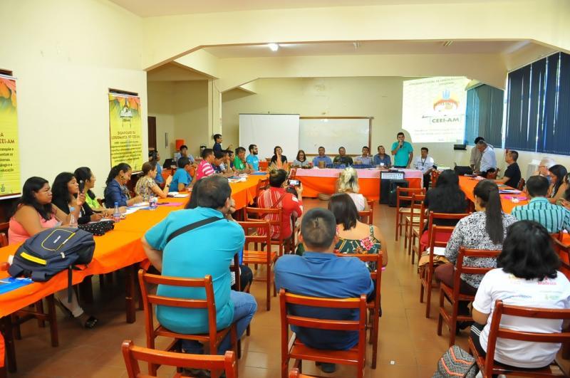 Representantes de 24 etnias indígenas participam de semana de debates na Seduc-AM