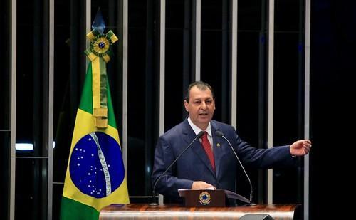 Paulo Guedes pede desculpas a Omar Aziz pela declaração