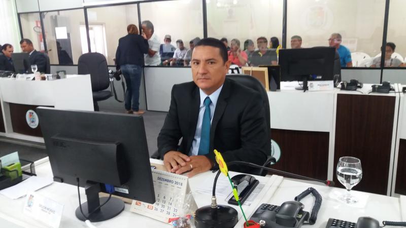 Gelson Moraes é empossado ao cargo de vereador titular