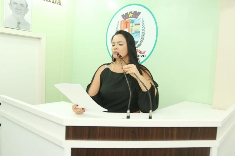 Greve dos servidores da educação estadual: Vanessa conversa com deputada estadual a respeito