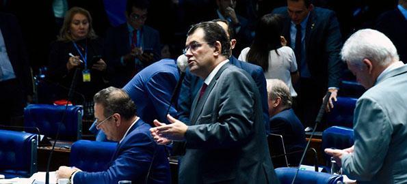 No plenário do Senado, Eduardo contesta corte de recursos da Ufam e do Ifam