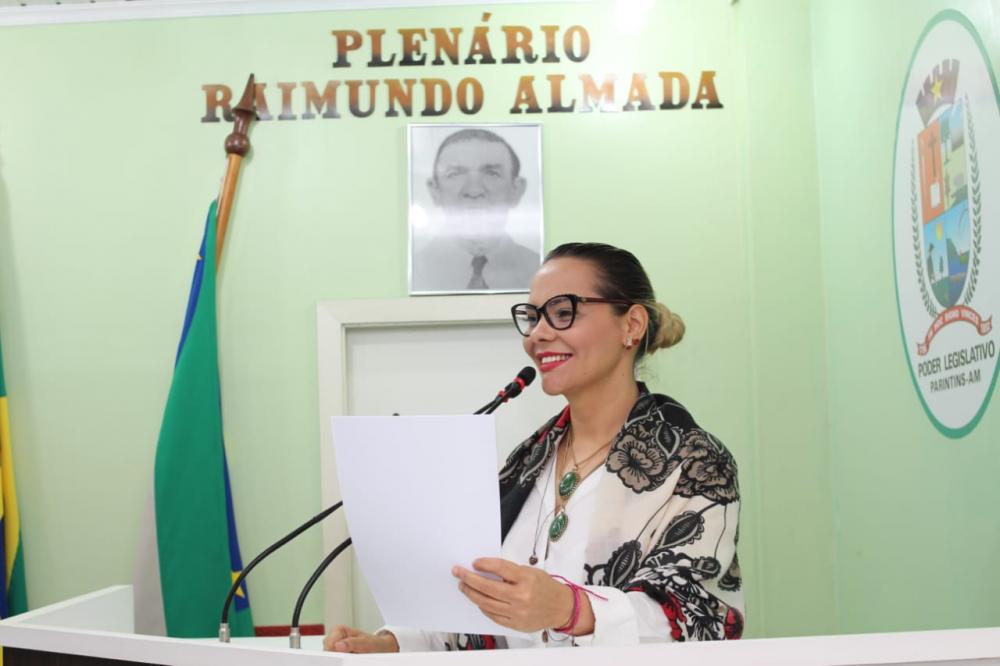 Câmara de Parintins aprova projeto de Nêga Alencar para garantir tradução em libras nos eventos públicos