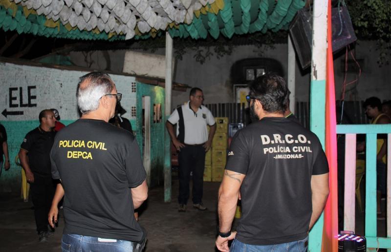 Duas pessoas foram presas e seis bares fechados durante operação de fiscalização em Parintins