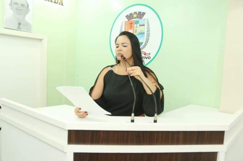 """Pontos comerciais no Mercado Municipal e instalação do """"Gabinete Online"""" são pautas levantadas por Vanessa Gonçalves"""