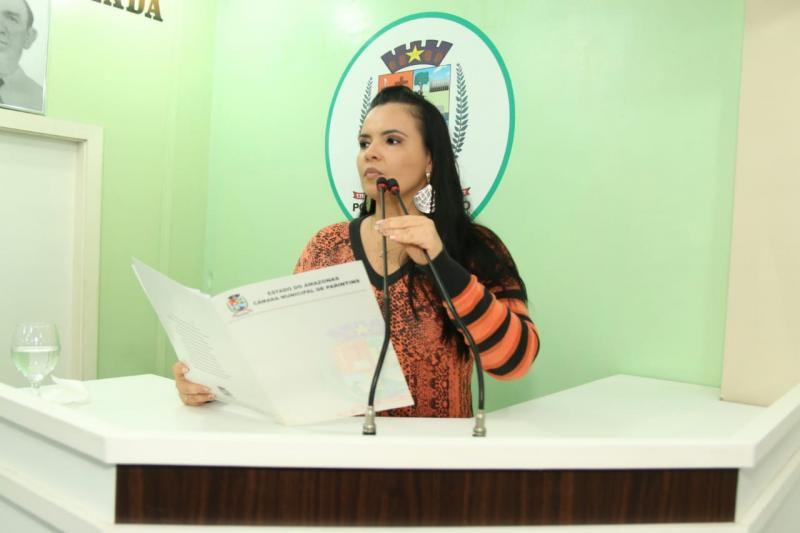 Vanessa apresenta projeto de cidadania para que seja implantada nas escolas municipais
