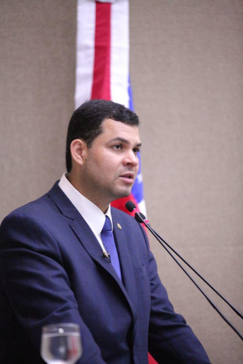 Saullo Vianna solicita sinalização de trânsito para ruas de Parintins