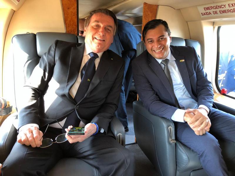 Bolsonaro e Wilson Lima fazem sobrevoo no Distrito Industrial
