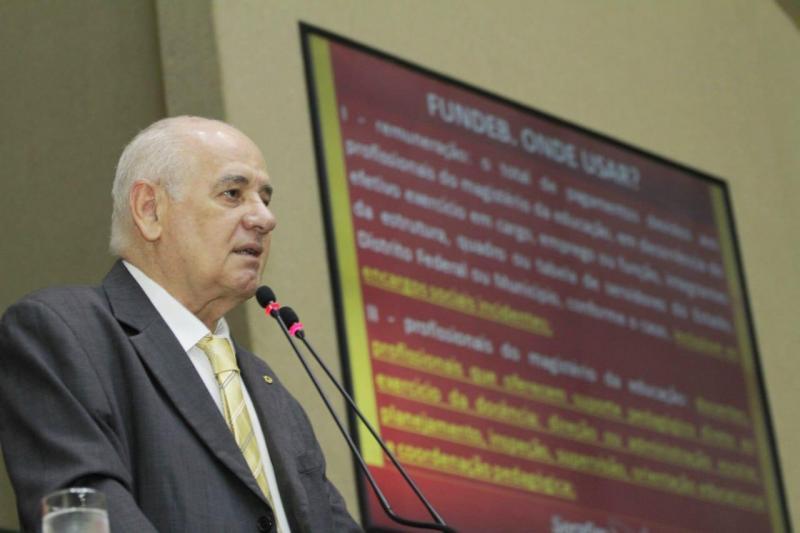 Lei do Fundeb garante parcela do 13º aos servidores da educação, diz Serafim