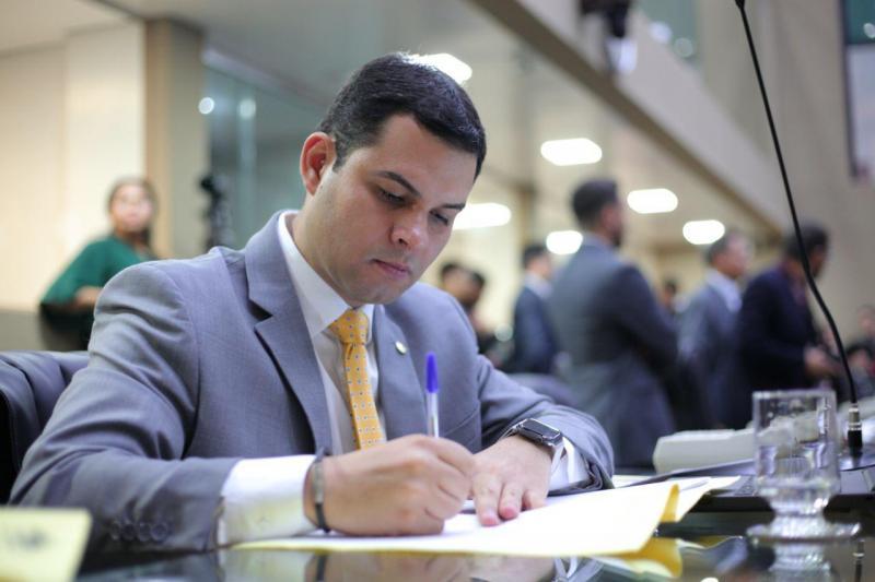 Aleam aprovaprojeto de Saullo Vianna que garante vagas em escolas a alunos com deficiência perto de onde residem