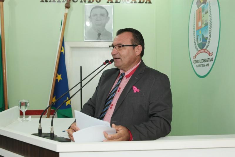 Afonso Caburi propõe requerimentos em benefício da educação na zona rural