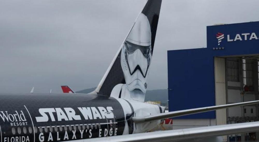 O avião temático de Star Wars do Grupo Latam Airlines pousou na manhã desta terça-feira (8) no Aeroporto de Guarulhos, em São Paulo.