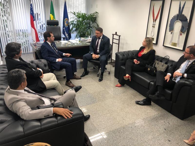 Carlos Almeida busca apoio da bancada federal para ampliar fontes de financiamento de projetos estruturantes