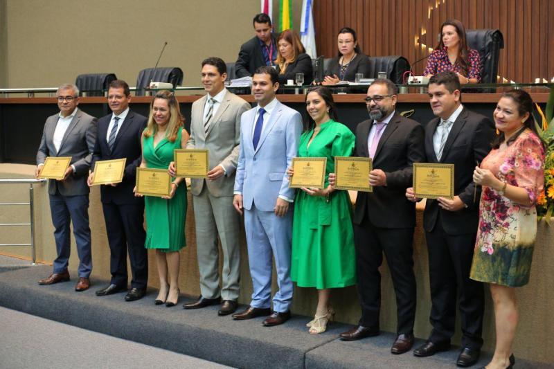 Saullo Vianna homenageia UGPE pela conclusão do ProsaiMaués