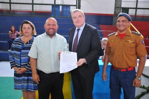 Governo do Amazonas formaliza ensino bilíngue português-francês em escola estadual militar