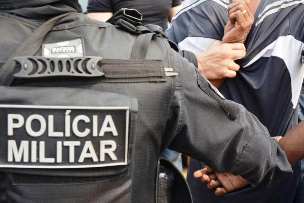 Polícia Militar prende três pessoas e um adolescente no interior