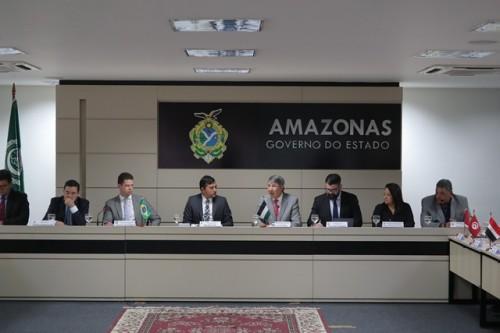 Wilson Lima recebe Conselho dos Embaixadores Árabes no Brasil e discute cooperação e intercâmbio