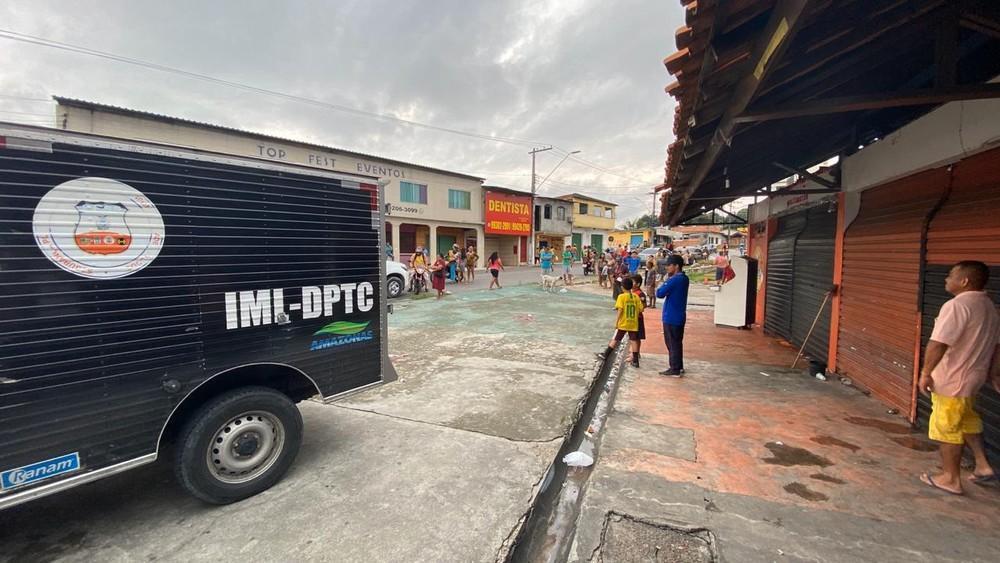 Homem se finge de morto e sobrevive a tentativa de execução em praça de Manaus
