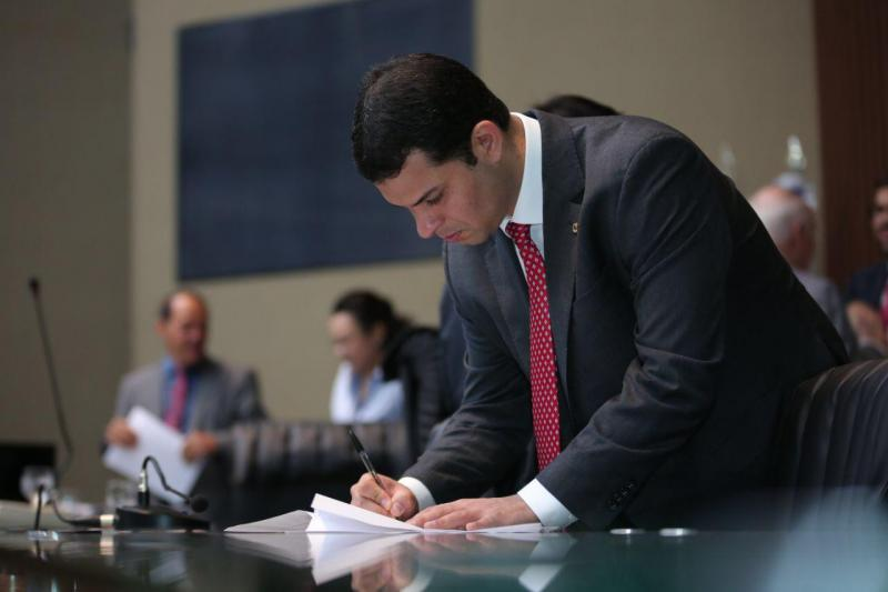 Saullo Vianna solicita que governo leve programa 'Peixe no Prato' para o interior
