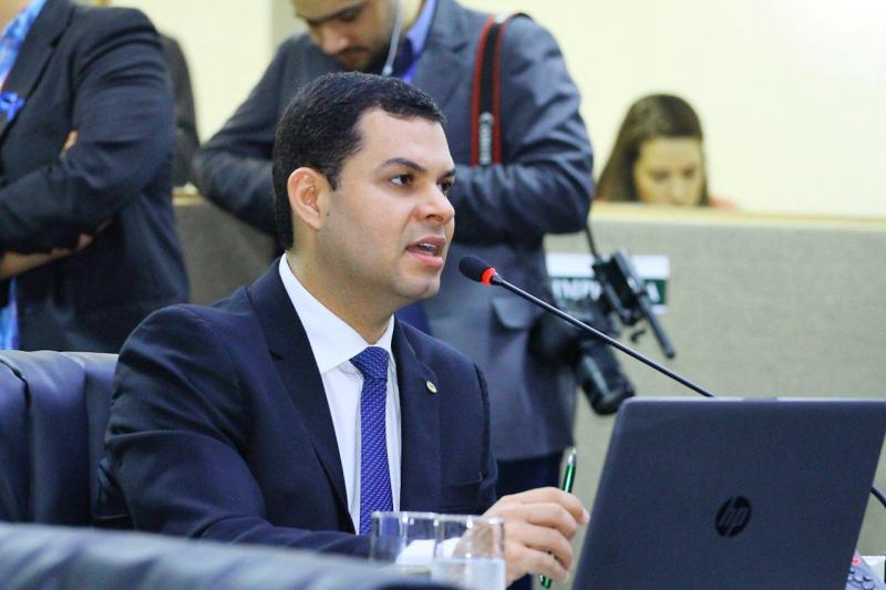 Saullo Vianna quer que MAP regularize todos voos suspensos e não apenas o de Parintins