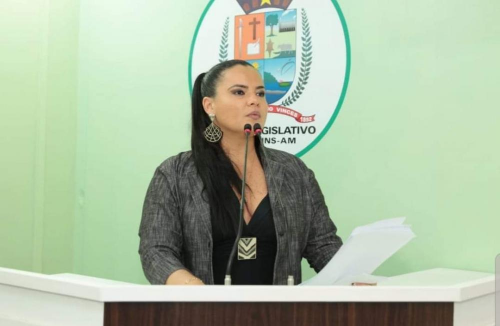 Vanessa Gonçalves recebe medalha de maior honraria do Legislativo Municipal