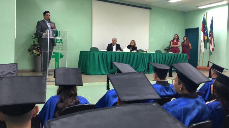 Na UEA, Bi Garcia anuncia instalação da Bemol, Santander e Sapatinho de Luxo