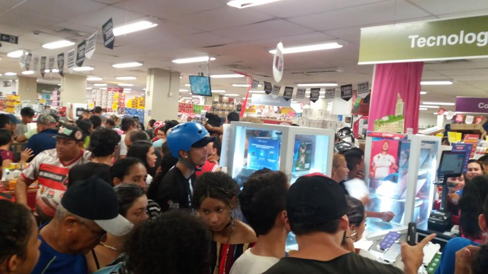 Black Friday: Para comprar produto barato vale a pena ficar 1h na fila do caixa, afirma consumidor