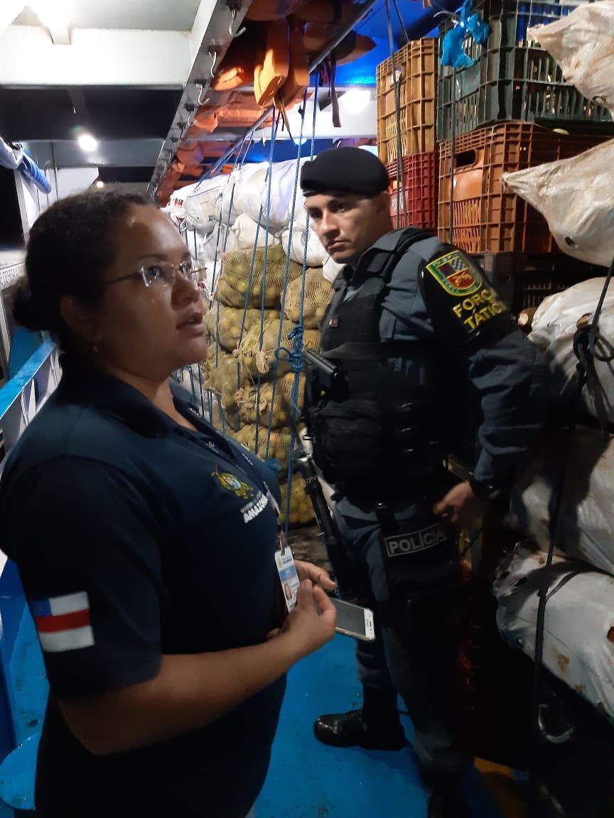 Em Parintins, PM e Adaf apreendem 2 toneladas de mangas em uma embarcação oriunda do Pará