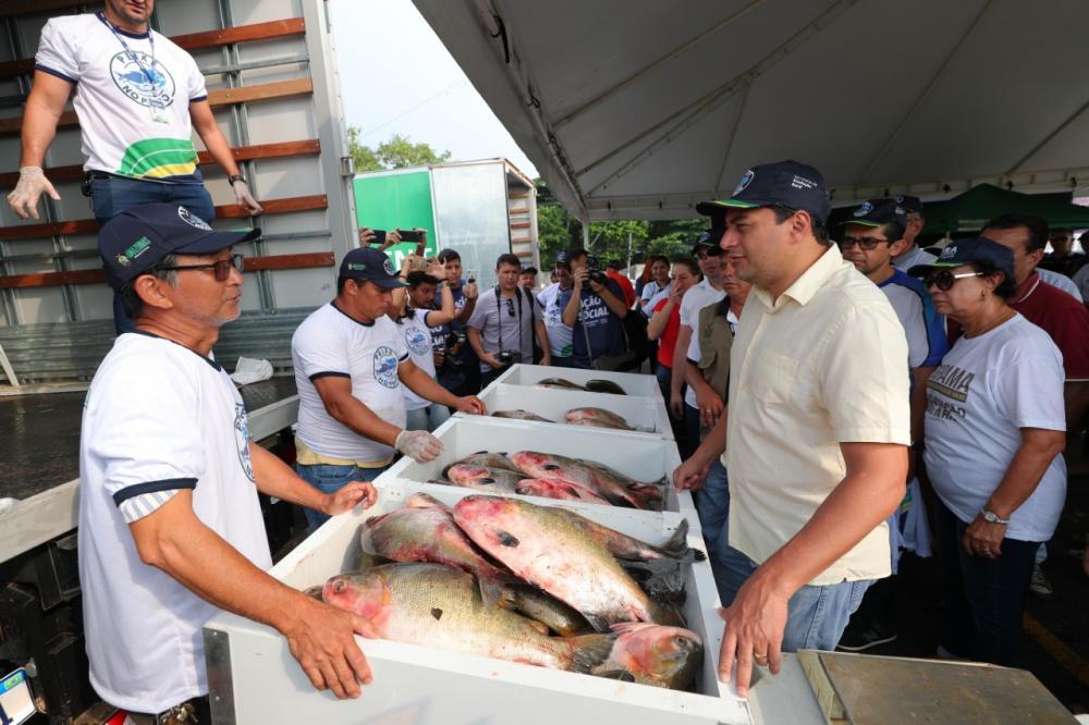 'Peixe no Prato' leva 2,5 toneladas de pescado a preços populares ao bairro Alvorada