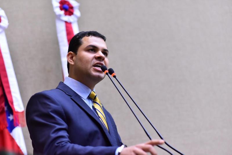 Saullo vota a favor do projeto que visa impedir atraso no pagamento de salários de profissionais da Saúde