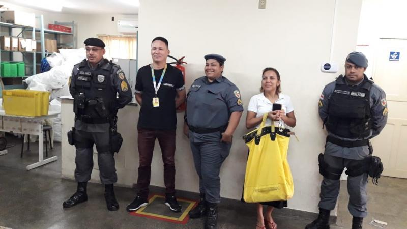Policiais militares garantem segurança no segundo dia de realização do Enem no presídio de Parintins