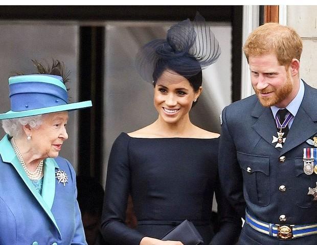 Rainha Elizabeth encontra Harry para debater crise na família real