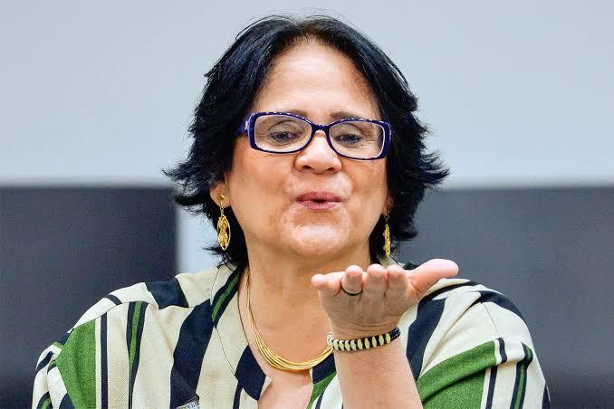 Foliões lançam bloco 'Quem deu, deu. Quem não deu, não Damares'