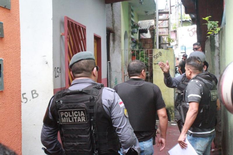 Ao sair para comprar pão, pedreiro é assassinado com mais de dez tiros em beco na Compensa em Manaus