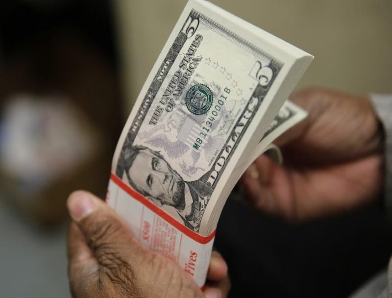 Dólar bate R$ 5 pela 1ª vez na história