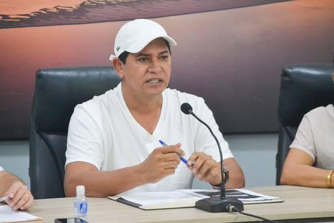 Prefeito de Parintins dá ultimato à secretários que apoiam fim de isolamento social, proposta de Bolsonaro