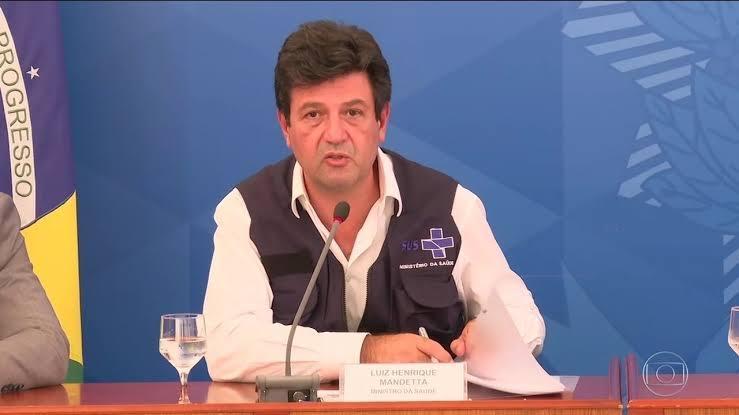 Bolsonaro ameaça, mas desiste de demitir Mandetta, diz Veja