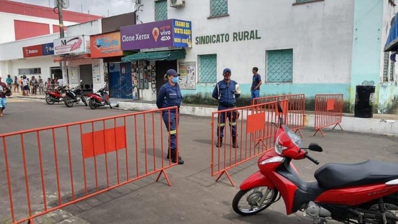 PM, EMTT e FVS realizam reordenamento das filas em agências bancárias de Parintins