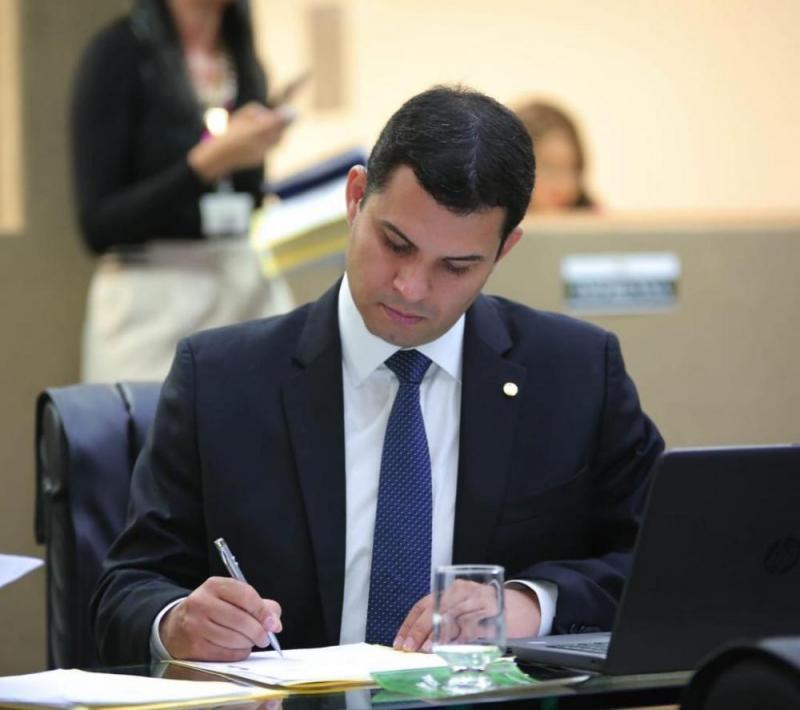 Saullo Vianna destina R$ 4,5 milhões para compra de respiradores