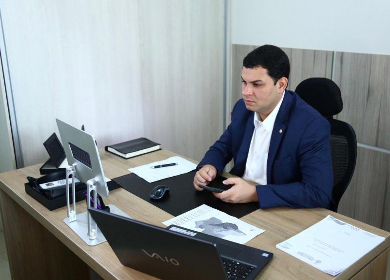 Saullo Vianna vai doar 50% do salário para combate ao Covid-19