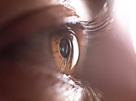 Pesquisadores descobrem que coronavírus pode entrar no corpo pelos olhos