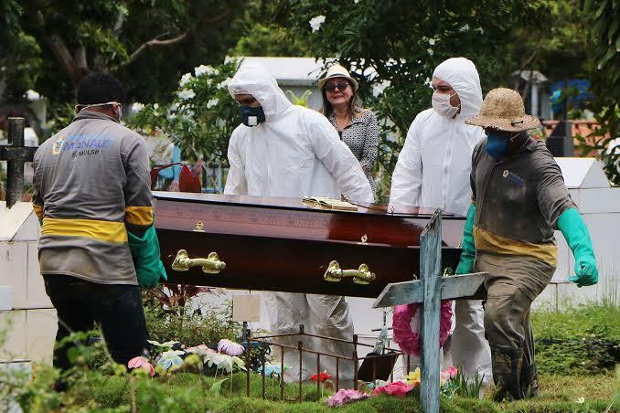 Covid-19: Brasil bate recorde de mortes em único dia