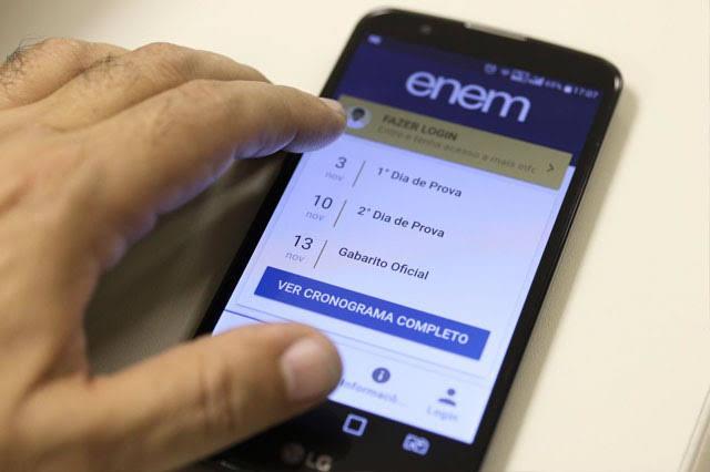 Senado aprova adiamento do ENEM; proposta irá para Câmara