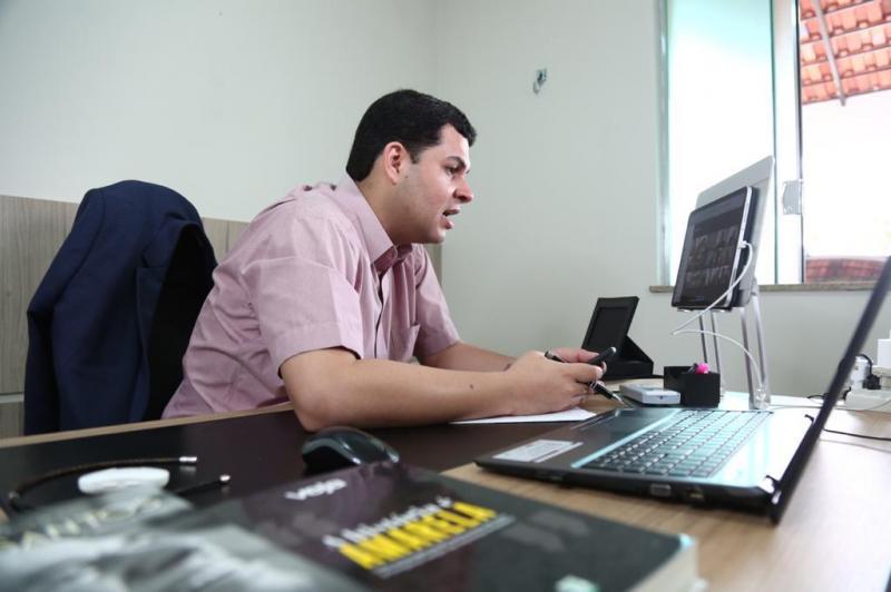 Deputado cobra ação do Procon contra empresas de telefonia e internet no interior do Amazonas