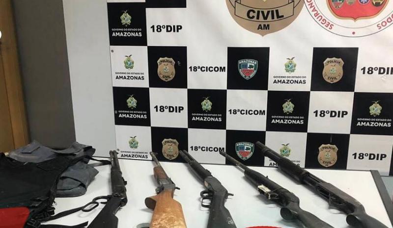 'Senhor das armas': Casal é preso com arsenal na Zona Norte de Manaus